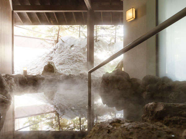 【イオンスパリフレ】こじんまりとした露天風呂(麦飯石の湯)