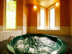 「泡の湯」殿方 北欧調の温泉には強力なサウナが併設