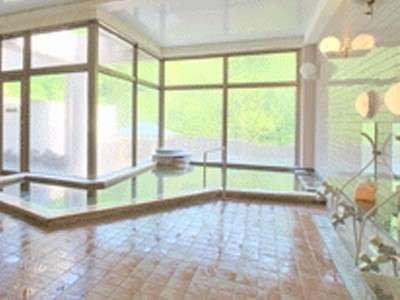 広々とした天然温泉の大浴場