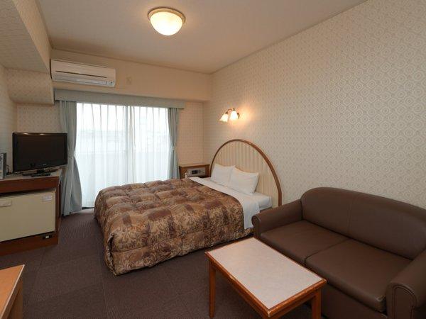 【ダブルルーム】160センチ幅のダブルベッド 客室は15平米で広々