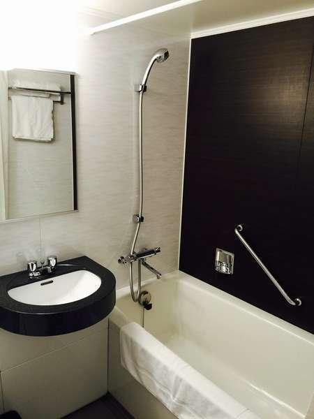 コンフォートフロア バスルーム 一例。ユニットバスながら広々としたバスタブです