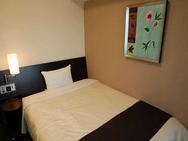 コンフォートシングル。140cm幅の広々ベッドで、ゆったりとおやすみください☆