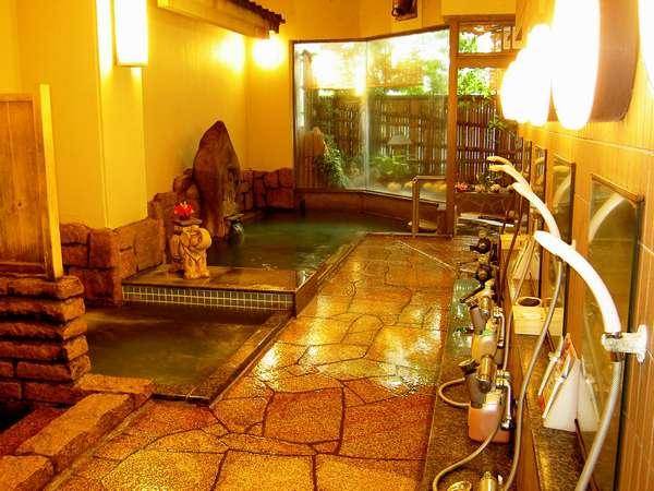 かけ流し温泉・露天・ジャグジーバスなど五種類の風呂が楽しめる(円満哉)