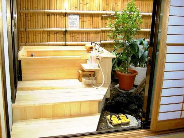一晩中ご入浴できる掛け流し温泉(露天風呂付き客室)
