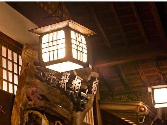 夜になるとライトが灯り幻想的な雰囲気に。