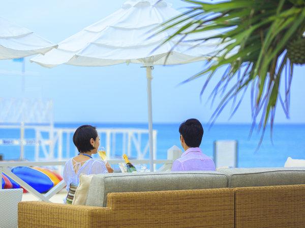 海を眺めながら極上のシャンパンを片手に、 非日常のラグジュアリーな時間をお愉しみください。