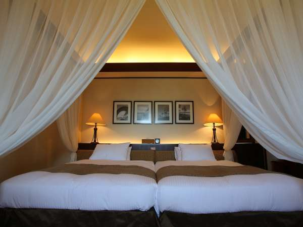 グランドコテージメゾネット125/天蓋付きのベッドとオクマで唯一ジェットバスが付いたお部屋です。