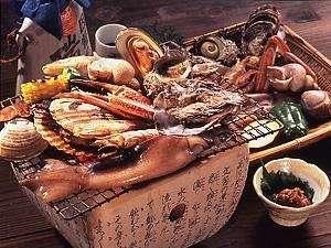 日本海の海の幸が満載、名物磯の炭火焼