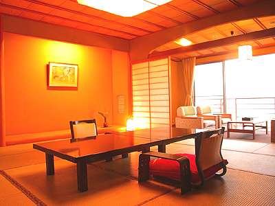 02_海が一望できる新館天遊グレードアップ客室の本間。