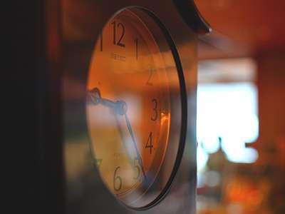 創業1937年。歴史を刻む柱時計