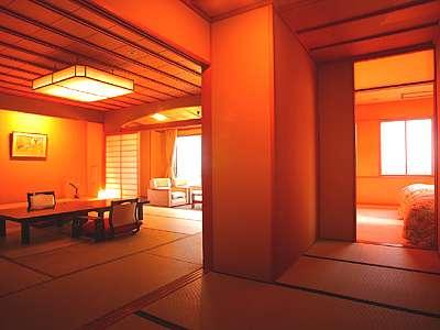 01_海が一望できる新館天遊グレードアップ客室。ゆったりした本間に加えてツイン寝室がある二間振分け構成