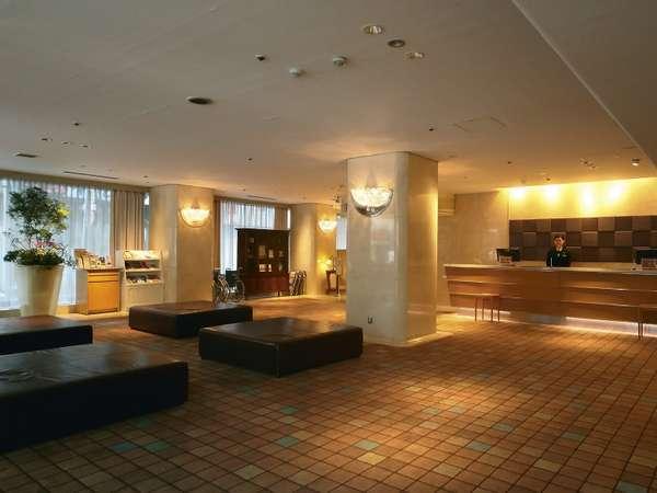 広々としたモダンな雰囲気の中島屋グランドホテルのロビー