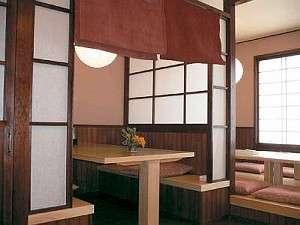 2006年夏に完成したての和モダンなお食事処。すべて個室でプライベート感重視が嬉しい。