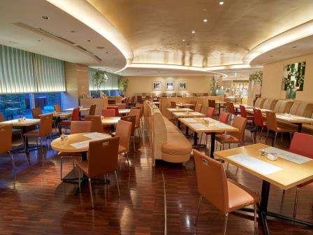 【別館1階】コーヒーショップ「ダイニング カフェ」バラエティ豊かなア・ラ・カルトメニューを。