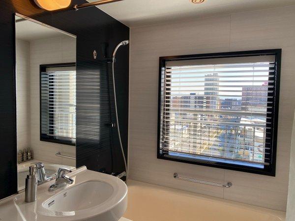浴室に窓のあるお部屋タイプもございます。(客室タイプ限定:エグゼクティブダブル・スタンダードツイン)