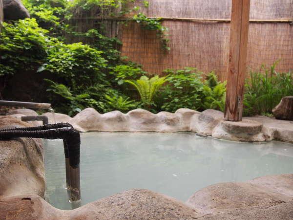 【白濁の貸切露天 なごみ湯 白樺】白濁の湯は源泉かけ流しの天然温泉