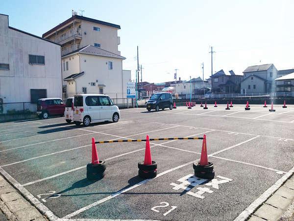 普通乗用車を100台以上、大型車両もお停めできる駐車場を完備しております。