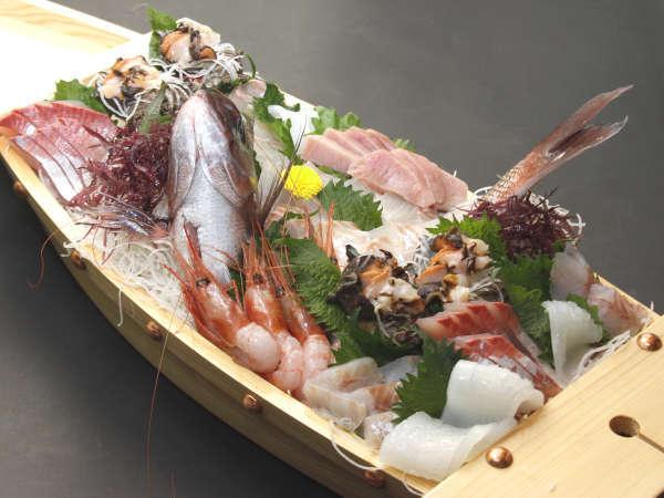 新鮮魚介の豪華舟盛