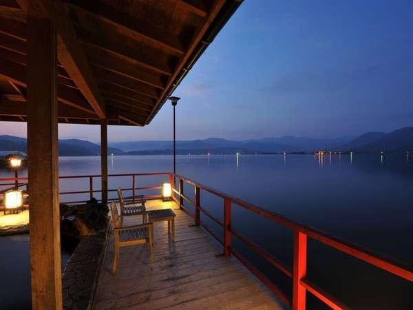 ☆湖上露天風呂☆【朝陽の湯】朝陽を眺めながらの入浴も♪