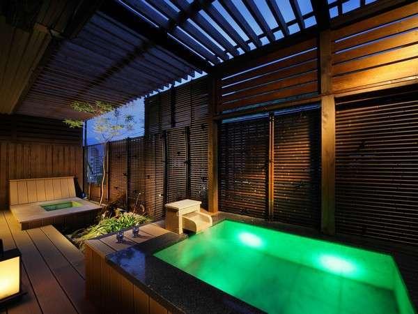 露天風呂付客室「翠(すい)」渓谷側ベッドルーム