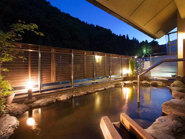 【展望露天風呂『翔雲』】ライトアップされた太子堂など、土湯の風情ある景色を眺めることも出来ます。