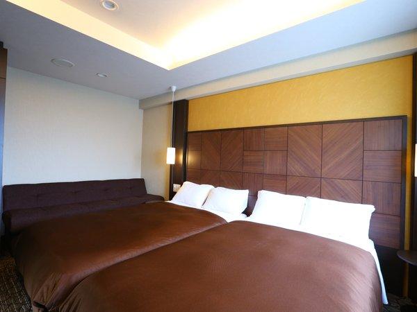 【デラックスツインルーム】セミダブルベッド2台とソファーベッドで最大5名様利用可能☆