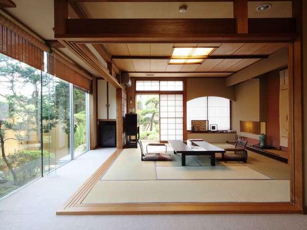 特別室(和室12畳+リビング+和室8畳)当館に二室のみ。贅沢な一時をお楽しみ下さい…