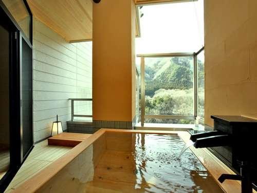 渓谷を望む絶景の客室露天風呂