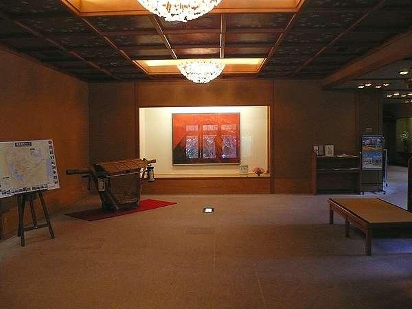 別館ロビー(中央の絵画『茜刻』は赤富士をモチーフにした日本画)