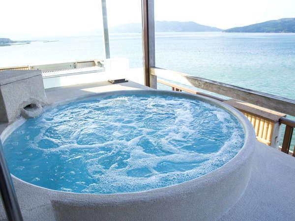 【露天風呂付き和洋室】まるで油谷湾と一体化したような解放感抜群の露天風呂♪