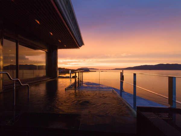 【油谷湾温泉 ホテル楊貴館】油谷湾を見渡す絶景のインフィニティ露天風呂はとろとろの美人湯。