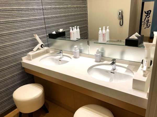 男性大浴場の洗面台