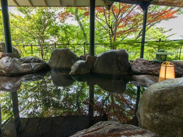 """【露天風呂】""""鬼怒川の自然の恵み""""を肌で感じる__美しい朝陽、夜風を体感しながらどっぷりと。"""