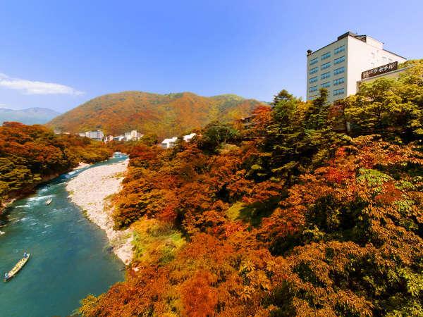 """【外観】すぐそばに""""雄大な渓谷""""を感じることのできる""""自然美あふれる""""立地。"""