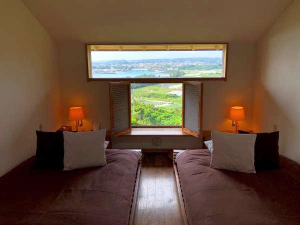 お部屋は全4部屋、海が望めるツインルーム(全室禁煙)となります。