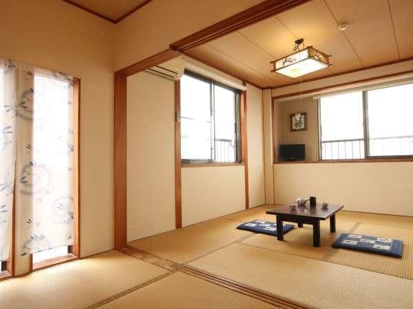 客室オーシャンビュー 8畳間★佐久島の大島や隣接する日間賀島、篠島も遠くに眺められます。