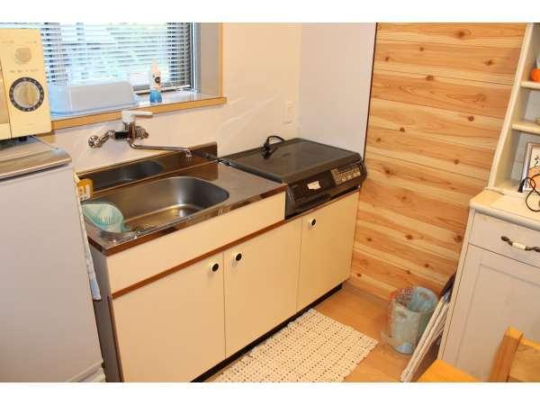 キッチン付きで室内での調理も可能です。
