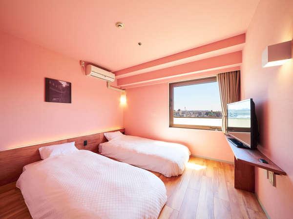 Cozy Twin(禁煙ツインルーム)小上がりのある解放感あふれるツインルームです。