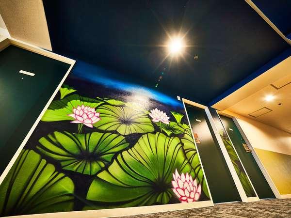 3F『LOTUS POND』様々な京都体験をストーリー仕立てで演出と装飾を各フロア廊下に施しております