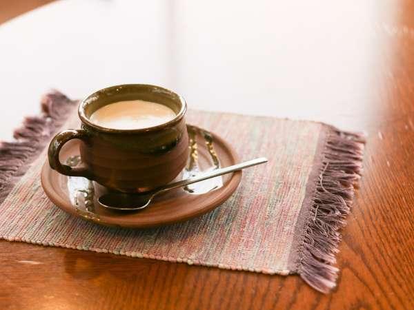 *ラウンジ/海を眺めながら、マスターのこだわりが詰まった一杯のコーヒーはいかが?