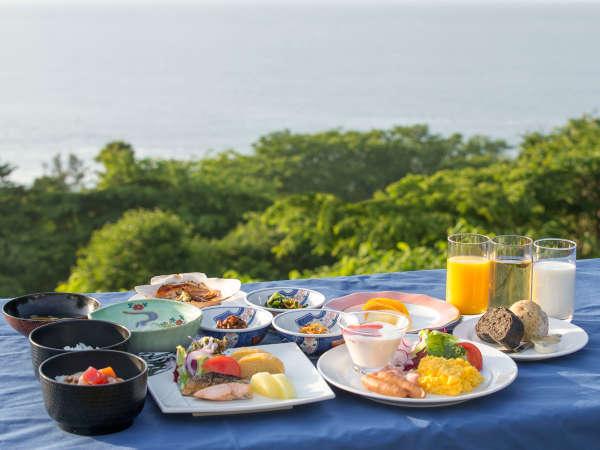 *朝食バイキング/せんべい汁やイカ刺しイカ焼きなど和洋のバイキングをご用意しております。
