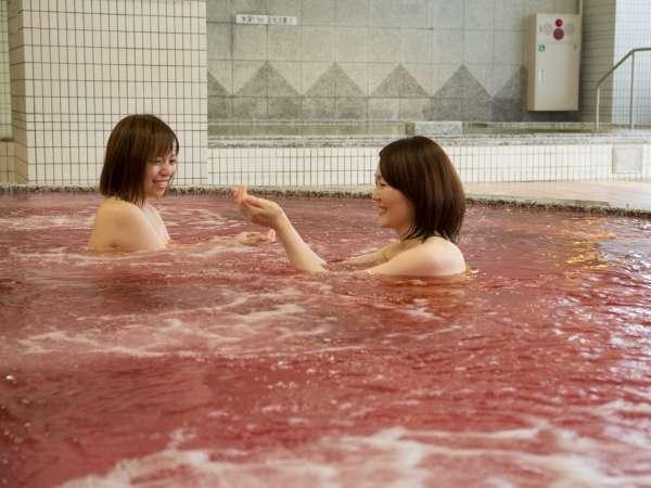ワインの聖地・山梨県ならではのワイン風呂は、美肌の湯として大人気です。
