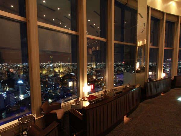 札幌の夜景を眺めながら世界の銘酒やバーテンダーおすすめカクテルをお楽しみいただけます。