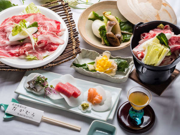 *お夕食一例。旬の食材を、こだわり抜いた調理法でお楽しみいただけます。
