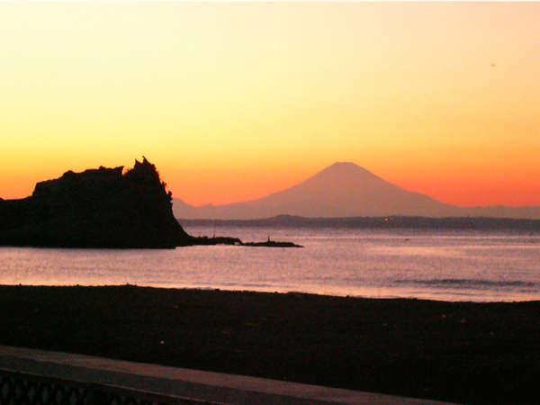 *天候・時間によっては、夕日と富士山のコラボも…!幻想的な風景に思わずうっとり♪