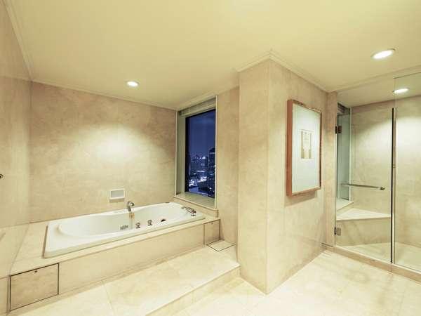 【ラグジュアリーフロア】最上階34階 プレジデンシャルスイート(バスルーム)