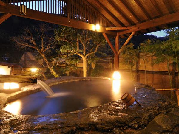 日本一の巨石風呂~夕暮れライトアップ