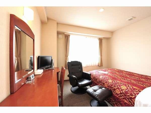 広々とした客室で、ゆったり空間となっております。