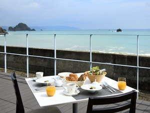 お天気の良い日はテラスで朝食もお出しできます。