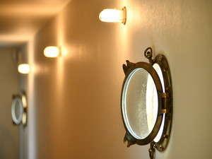 客室への通路は船内のようなイメージとなっております。